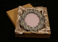 Round 'jewelled' photo frame